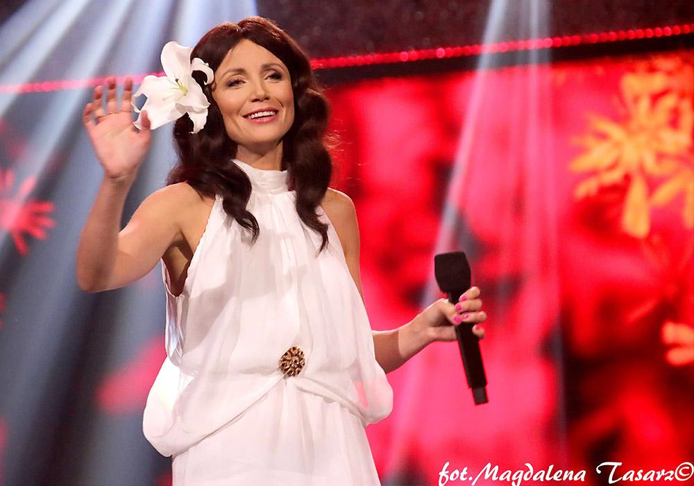 6-ty odcinek 'Kabaretu na żywo' pt. 'Wszyscy jesteśmy fachowcami' w TV Polsat, w utworze znanego włoskiego przeboju z repertuaru Al Bano & Romina 'Power Ci Sara'